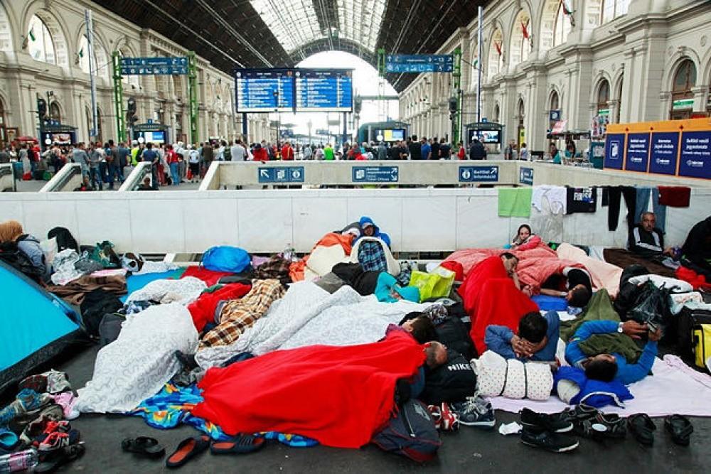 refugees_budapest_keleti_railway_station_2015-09-04_-_wikimedia